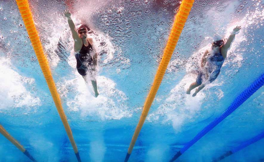 Katie Ledecky and Leah Smith swim the semifinals of the women's 200m free.